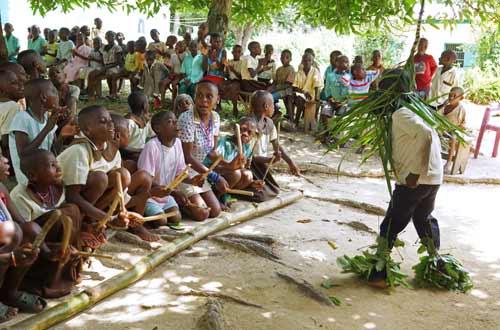 Danse traditionnelle pygmée à Bipindi au Cameroun