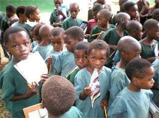 Enfants Pygmées pensionnaires au Fondaf à Bipindi