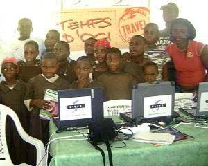 Initiation à l'informatique pour les jeunes Pygmées du Fondaf Bipindi, Cameroun