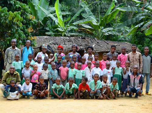 Les enfants Pygmées Bagyeli scolarisés à l'école du Fondaf de Bandevouri au Cameroun