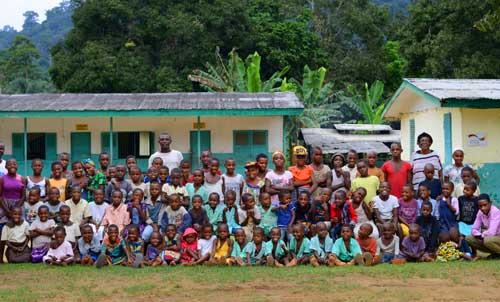 Les jeunes Pygmées Bagyeli pensionnaires au Fondaf de Bipindi au Cameroun