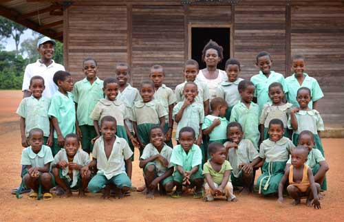 Les enfants Pygmées Bagyeli pensionnaires au Fondaf de Lolabé au Cameroun