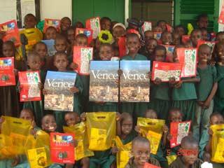 Visite de parrains aux jeunes Pygmées du Fondaf Bipindi, Cameroun