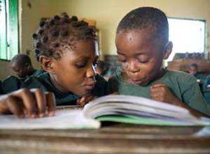 Apprentissage de la lecture pour les enfants Pygmées au Cameroun