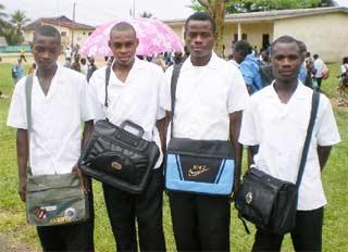 Nos quatre appentis en formation à Kribi : NDONGO Jean, MABALLY Emmanuel, Mana Jean Ecart et NZIE Simon