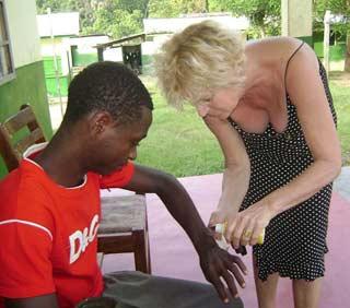 Formation aux premiers soins au Fondaf Bipindi, Cameroun