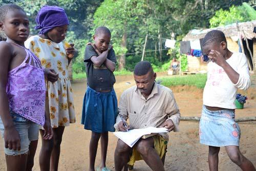 Recensement des enfants Pygmées Bagyeli de la région de Bipindi au Cameroun