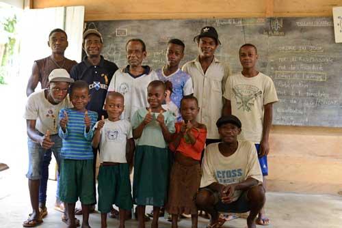 Proclamation des résultats scolaires des enfants Pygmées de Bandevouri au Cameroun