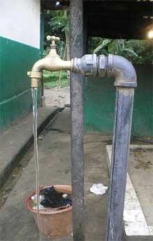 Eau courante au robinet de la cour, Fondaf Bipindi au Cameroun