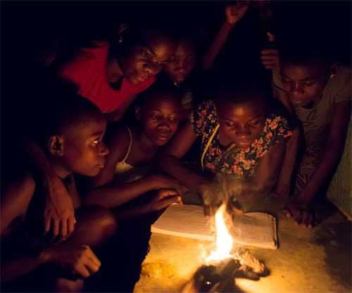 Tableau d'Honneur pour deux lycéens Bagyeli au Cameroun