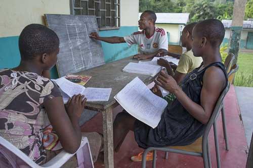 Trois jeunes Pygmées Bagyeli reçu au concours d'entrée à l'école de police au Cameroun