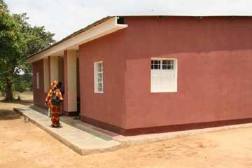 La maison brune du Village d'Enfants Bumi de Karavia