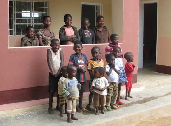 Orphelins accueillis au Village d'Enfants Bumi de Karavia, RD du Congo