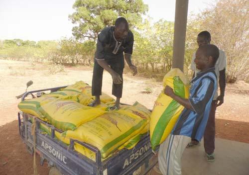 Approvisionnement en vivres de la cantine scolaire de l'école de Lindi au Bukina Faso