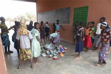 Cantine scolaire de l'école primaire de Kouila au Burkina Faso
