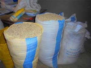 Réunion des mamans à l'école de Babou au Bukina Faso pour la préparation de la cantine