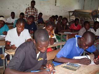 Cours d'été, soutien scolaire à Guiè, Burkina Faso