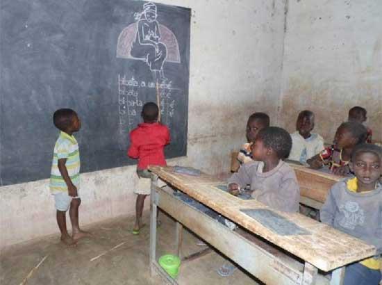 Une classe de l'école primaire Guiè A au Bukina Faso