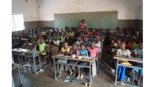 Classe primaire de l'école de Guiè