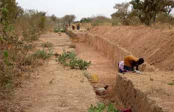 Creusement du canal de dérivation à Cissé-Yargho