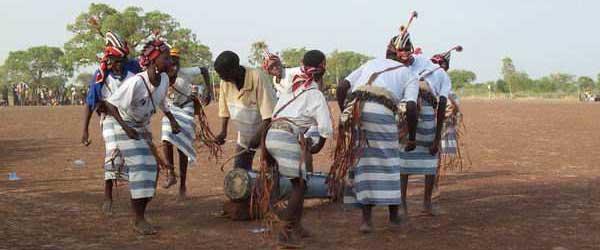 Danse traditionnelle avec les élèves de l'école de Samissi