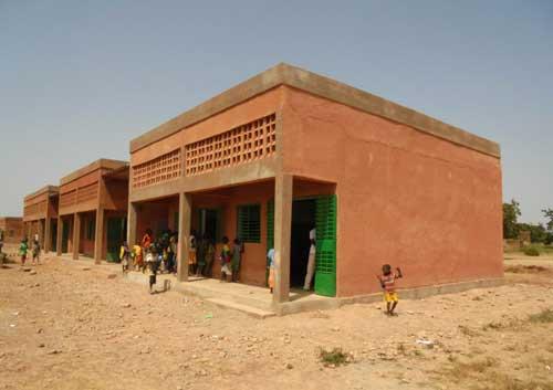 Le toit de l'école de Douré arraché par une tempête au Bukina Faso a été restauré