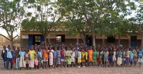 Les élèves de l'école primaire de Douré