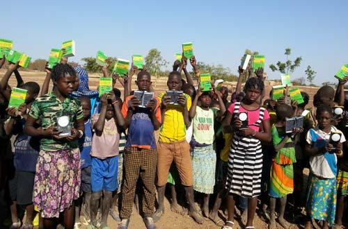 Remise de matériels pédagogiques et de fournitures scolaires à l'école de Namassa au Bukina Faso