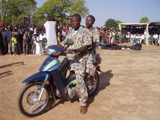 les gagnants du concours de culture Zaï à Guiè, Burkina Faso