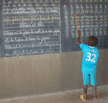 Apprendre à lire et écrire à l'école primaire au Burkina Faso