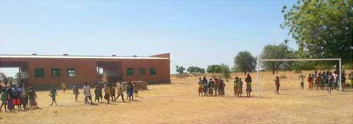 Un terrain de sport a été construit à l'école de Cissé-Yargho au Bukina Faso