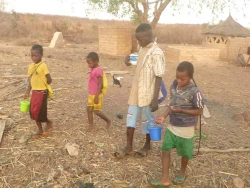 Enfants du Burkina Faso sur le chemin de l'école