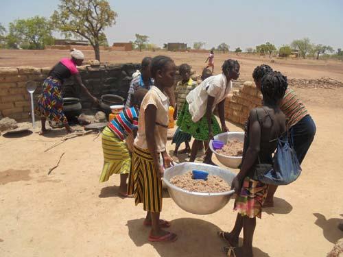 Cantine scolaire au Burkina Faso, Préparation du repas