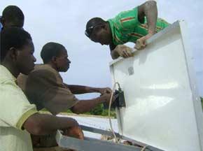 Alimentation électrique du bureau de la Ferme Pilote de Goèma, Burkina Faso