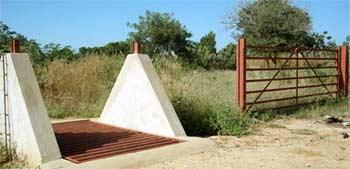 Portes du périmètre Neerwaya à Goèma