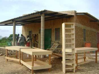 Fabrication du mobilier pour le bureau de la Ferme Pilote de Goèma, Burkina Faso