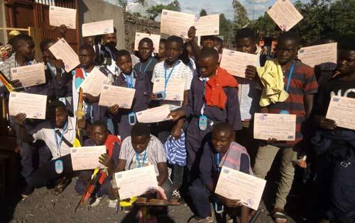 Distribution des diplômes aux apprentis menuisiers de Goma, promotion 2017