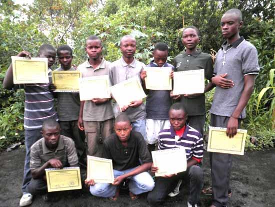 Une partie des jeunes diplômés de la promotion 2011 de menuiserie à Goma