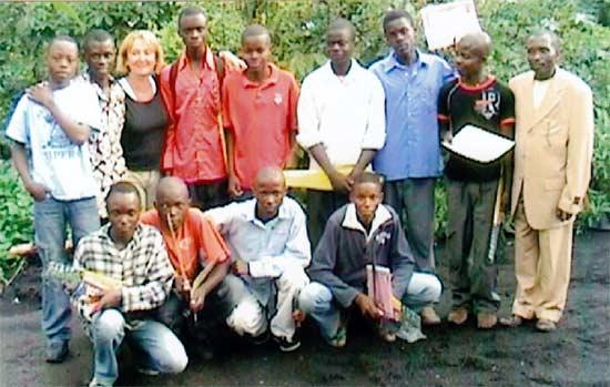 Quelques lauréats autour de la déléguée générale de SOS Enfants