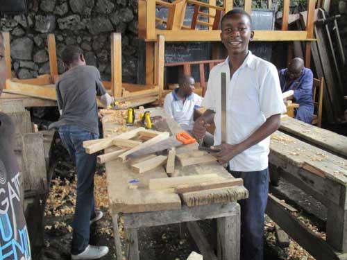 L'atelier de formation des enfants soldats en apprentissage de menuiserie à Goma