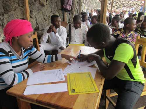 Remise des diplômes aux lauréats menuisiers de Goma, RDC, promotion 2015.