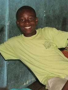 Elève de l'école St Alphonse en Haïti participant aux ateliers de vacances