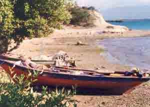 Un canot à fond plat pour la pêche côtière artisanale en Haïti