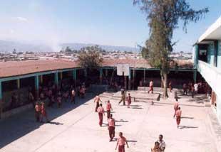 L'école St Alphonse dans le bidonville de Cité Soleil en Haïti