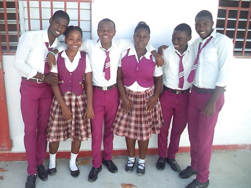 Les premiers bacheliers de l'école St Alphonse dans le bidonville de Cité Soleil en Haïti
