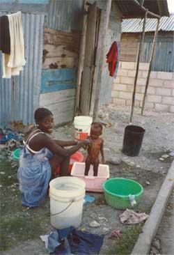 Education à l'hygiène, bidonville de Cité Soleil en Haïti