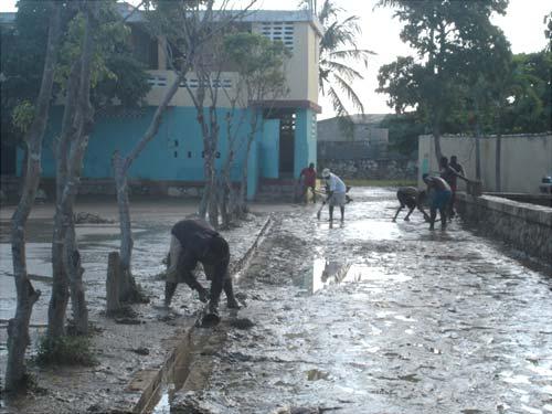 L'ouragan Matthew a charrié toutes les immondices et les ordures de Port au Prince dans le bidonville de Cité Soleil en Haïti