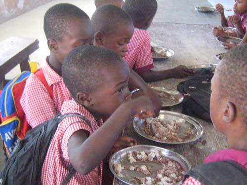 Cantine scolaire de l'école St Alphonse de Cité Soleil à Haïti