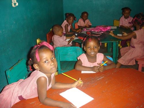 Classe préscolaire de l'école St Alphonse à Cité Soleil en Haïti