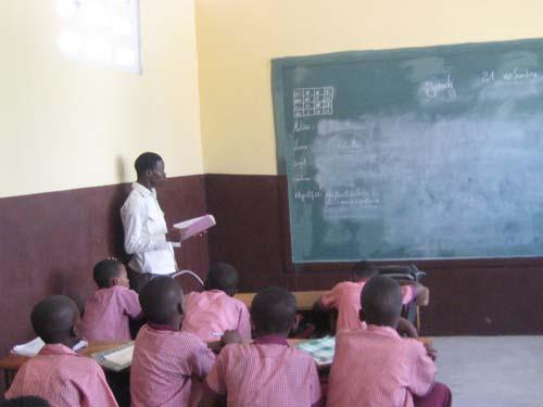 Une classe primaire de l'école St Alphonse de Cité Soleil reconstruite après le séisme en Haïti